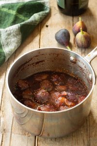 saucepan containing cooked fig sauce